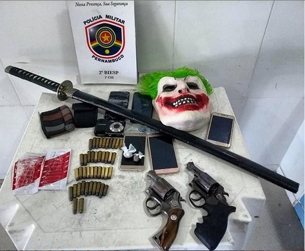 Objetos apreendidos com os suspeitos  — Foto: 2º BIEsp / Divulgação