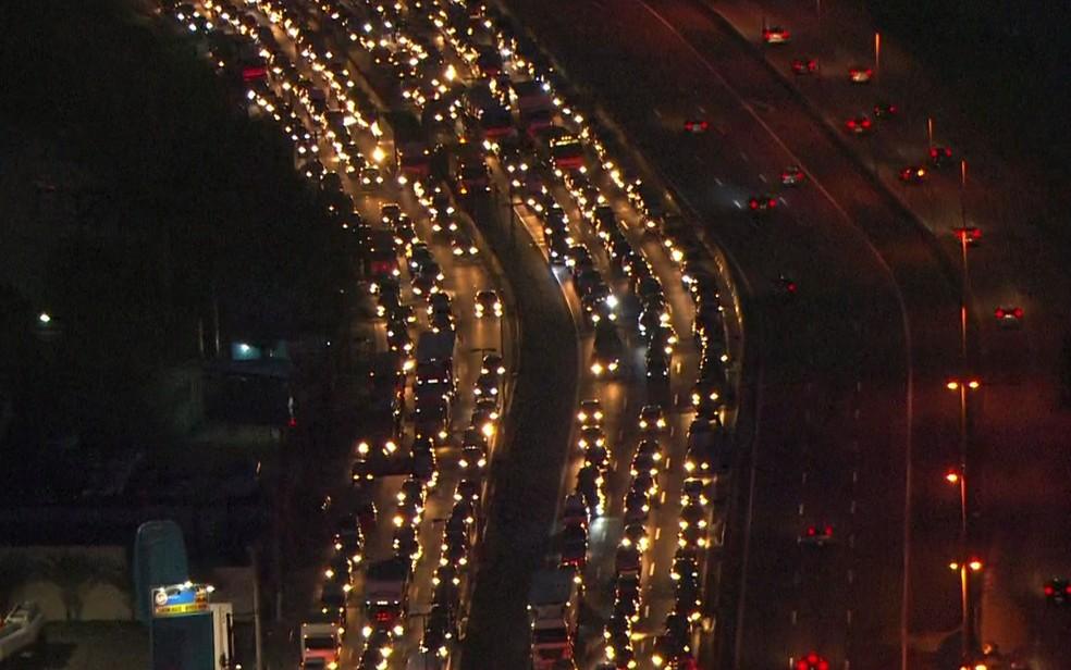 Concessão da rodovia Fernão Dias, que liga São Paulo a Minas Gerais, é da Arteris, empresa que pertence à Brookfield (Foto: Reprodução/TV Globo)