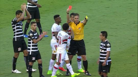 Nem aponta lance bobo em expulsão, e Camacho diz ter levado tapa na mão