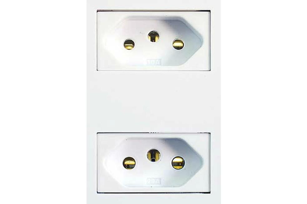 Tomadas também devem especificar a intensidade de corrente especificada, além de oferecerem conectores de diâmetro diferentes — Foto: Divulgação/Steck