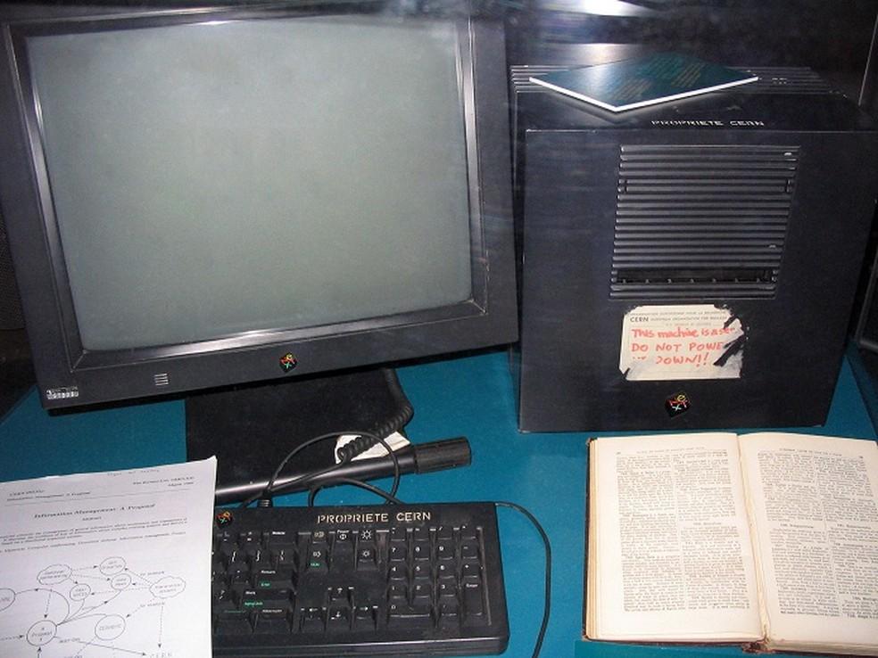 Primeiro servidor web de Tim Berners-Lee — Foto: Reprodução/Wikipédia