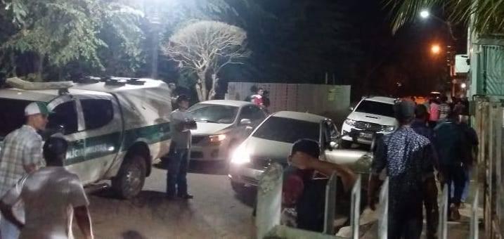 No AC, populares tentam invadir delegacia para linchar suspeitos de matar homem durante assalto - Notícias - Plantão Diário