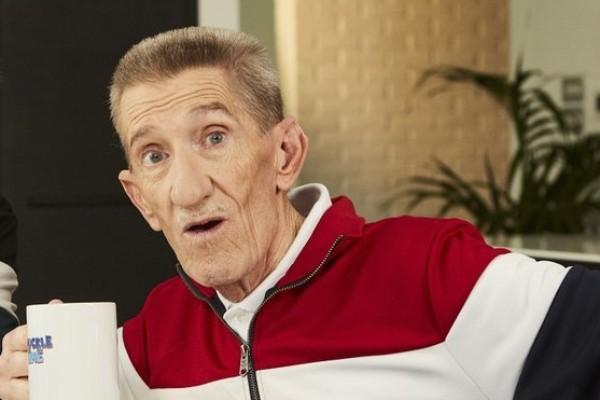 Barry Chuckle, que estrelou ao lado do irmão Paul Chuckle a série 'ChuckleVision', morreu aos 73 anos (Foto: Divulgação)