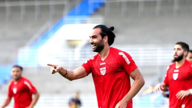 Léo Gamalho, do CRB, comemora o gol