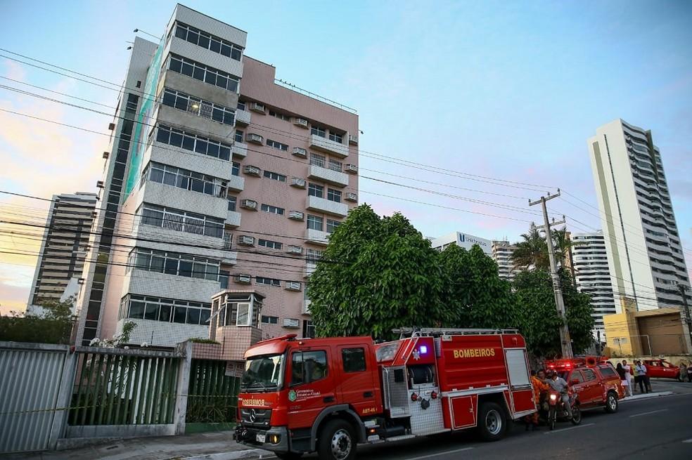Prédio fica localizado no Bairro Cocó, em Fortaleza — Foto: Camila Lima