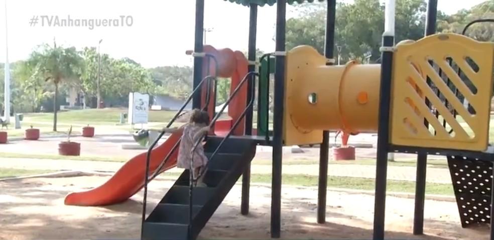 Parquinho foi alvo de reclamação após reabertura — Foto: Reprodução/TV Anhanguera