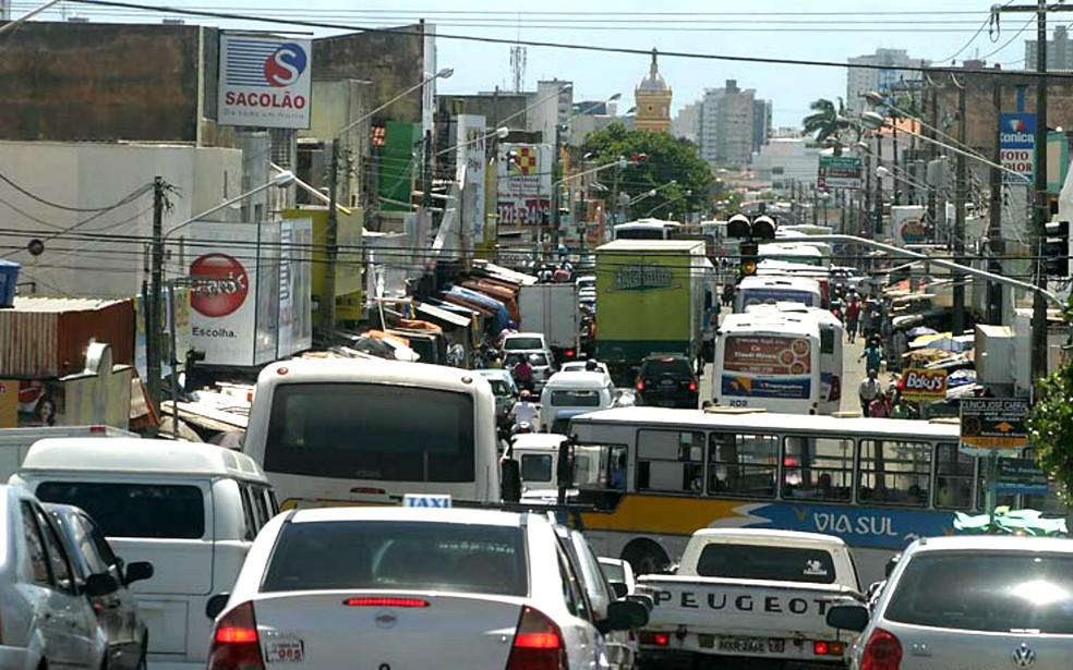 Trânsito no bairro do Alecrim, na Zona Leste de Natal  — Foto: Canindé Soares