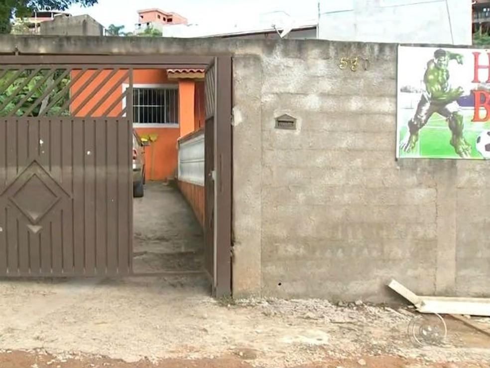 Vereador foi atacado na frente de casa em Várzea Paulista (Foto: Reprodução/TV TEM)