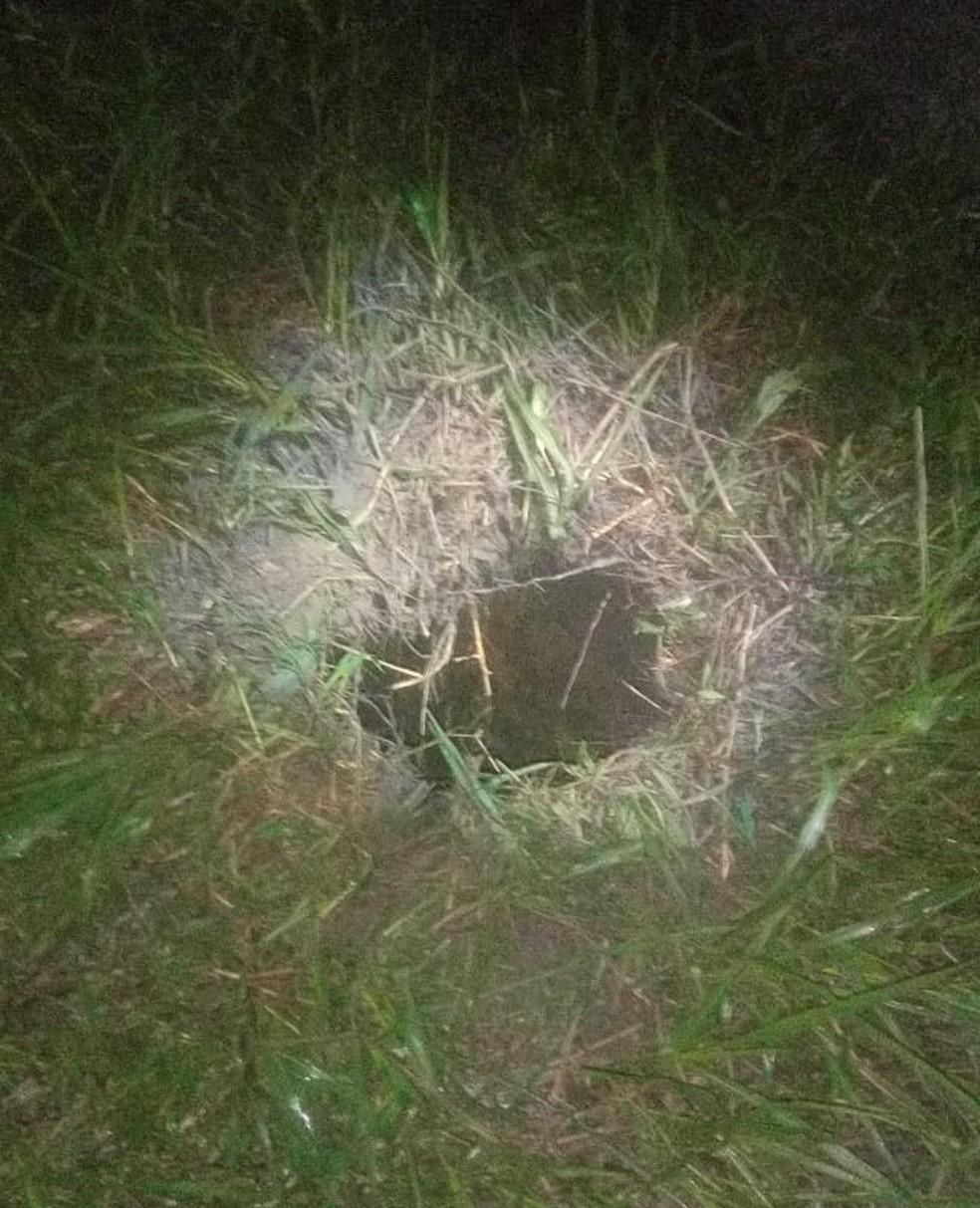 Detentos cavaram dentro da cela um túnel com saída no terreno de um cemitério próximo do PEM I. (Foto: Reprodução/ TV Liberal)