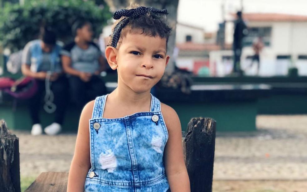 Antonia tem 3 anos e nasceu com a síndrome de Langer-Giedion  — Foto: Maria Karina Andrade/Arquivo pessoal