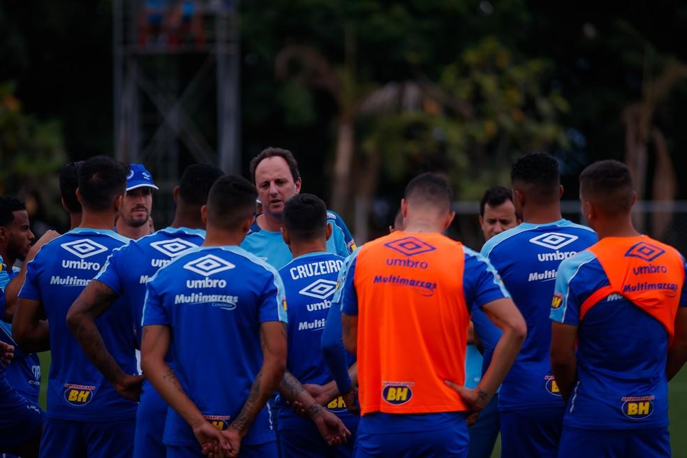 Rogério Ceni também teve problemas com o grupo de jogadores — Foto: Vinnicius Silva/Cruzeiro