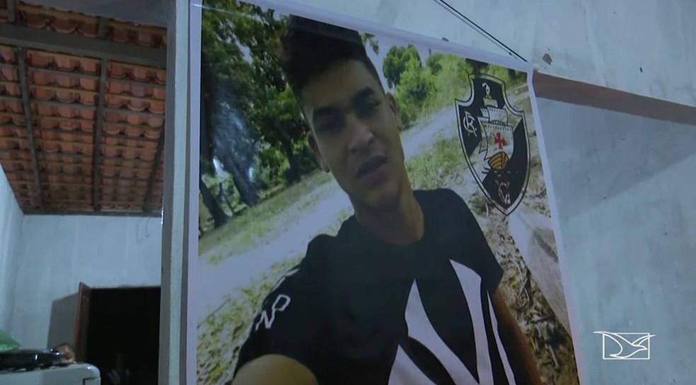 Carleilton Mendes da Conceição também morreu no acidente e foi enterrado em São Mateus — Foto: Reprodução/TV Mirante