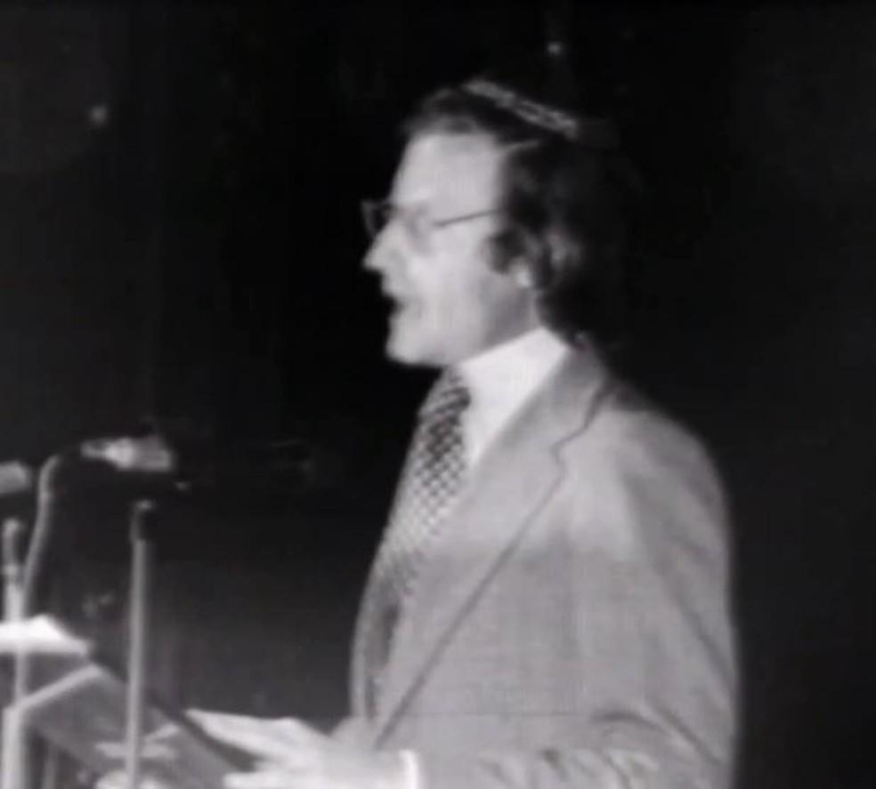 Imagem de reprodução de vídeo de Henry Sobel em cerimônia pela morte de Vladimir Herzog — Foto: Reprodução/TV Globo