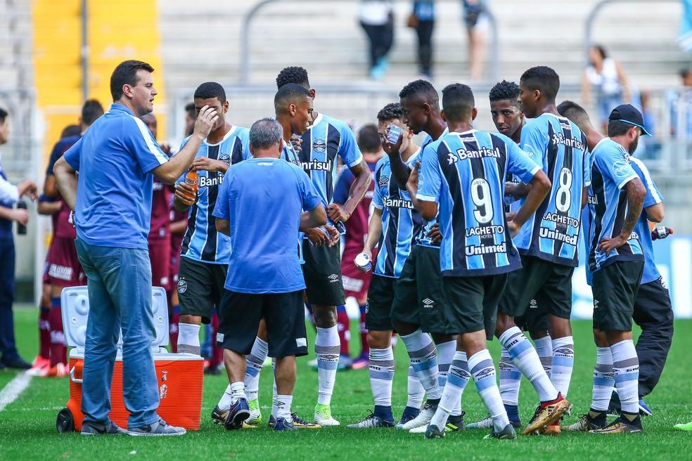 Cesar Bueno não conseguiu fazer time deslanchar no segundo tempo (Foto: Lucas Uebel / Grêmio, DVG)