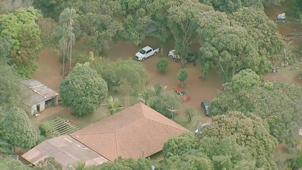 34 propriedades rurais em Goiás estão ocupadas pelas forças de segurança para evitar ação de Lázaro Barbosa, suspeito de uma chacina no DF — Foto: TV Globo / Reprodução