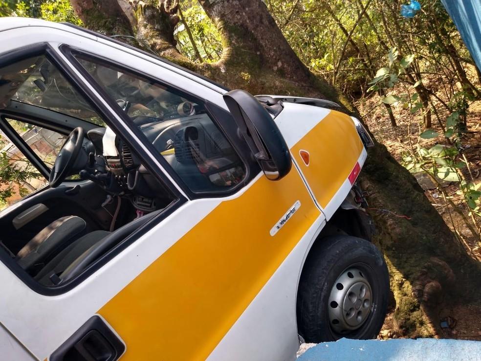 Acidente com van escolar deixou oito crianças feridas, segundo a Polícia Militar. — Foto: Reprodução/Redes sociais