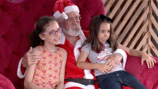 'EMME' embarca em busão na busca da magia do Natal