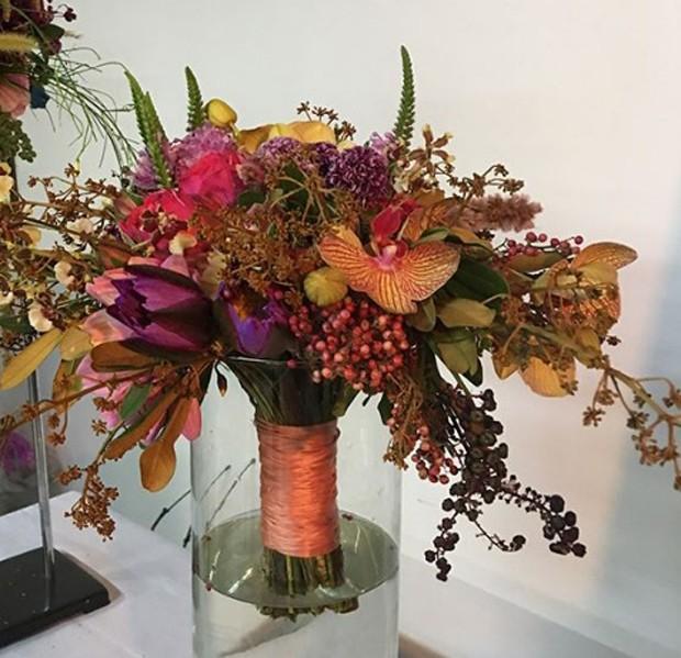 Buquê de flores descontruído/assimetrico (Foto: Instagram/Reprodução)