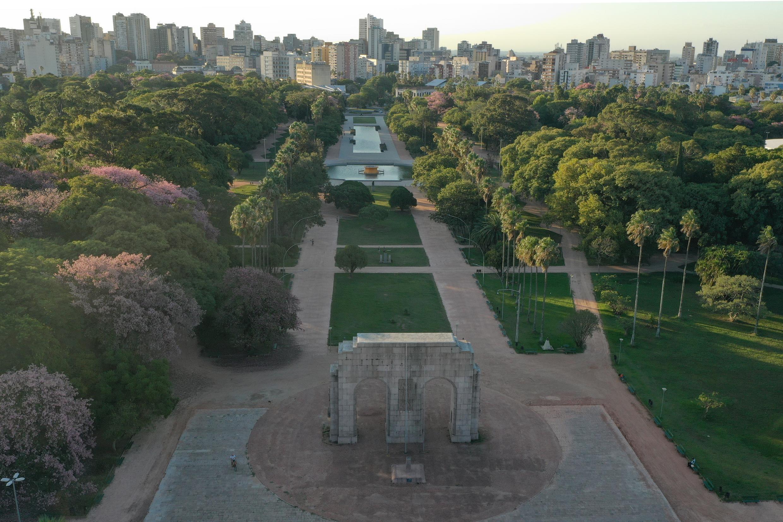 Porto Alegre lança licitações para restaurante, pedalinho e trenzinho na Redenção