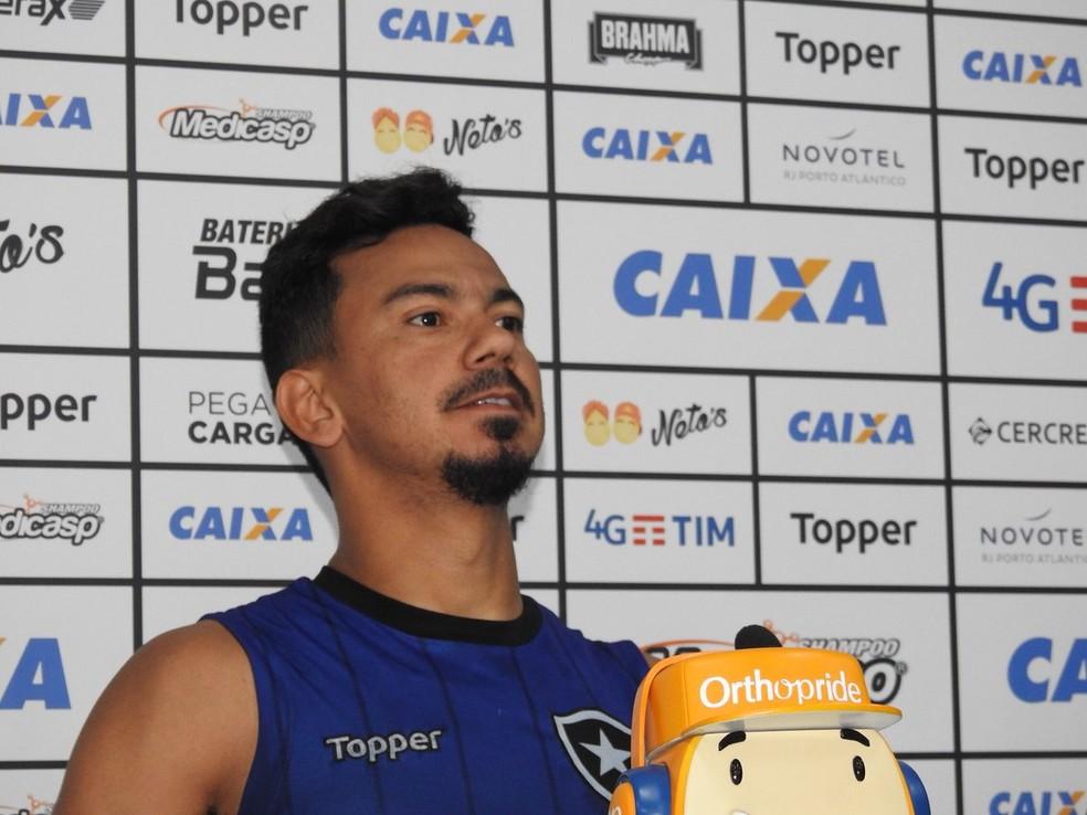 Rodrigo Lindoso concedeu coletiva — Foto: Fred Gomes/GloboEsporte.com