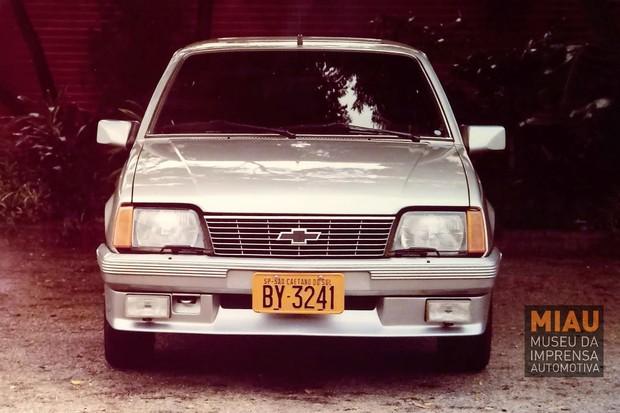 : O Silver Monza tinha lavador e limpador de faróis  (Foto: IGM/MIAU)
