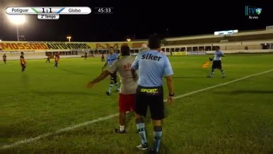 Bandeirinha presta queixa na polícia após ser agredido por massagista; veja vídeo
