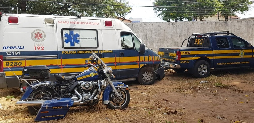 Ambulância, caminhonetes e motocicletas estão entre as viaturas que vão a leilão  — Foto: PRF/Divulgação