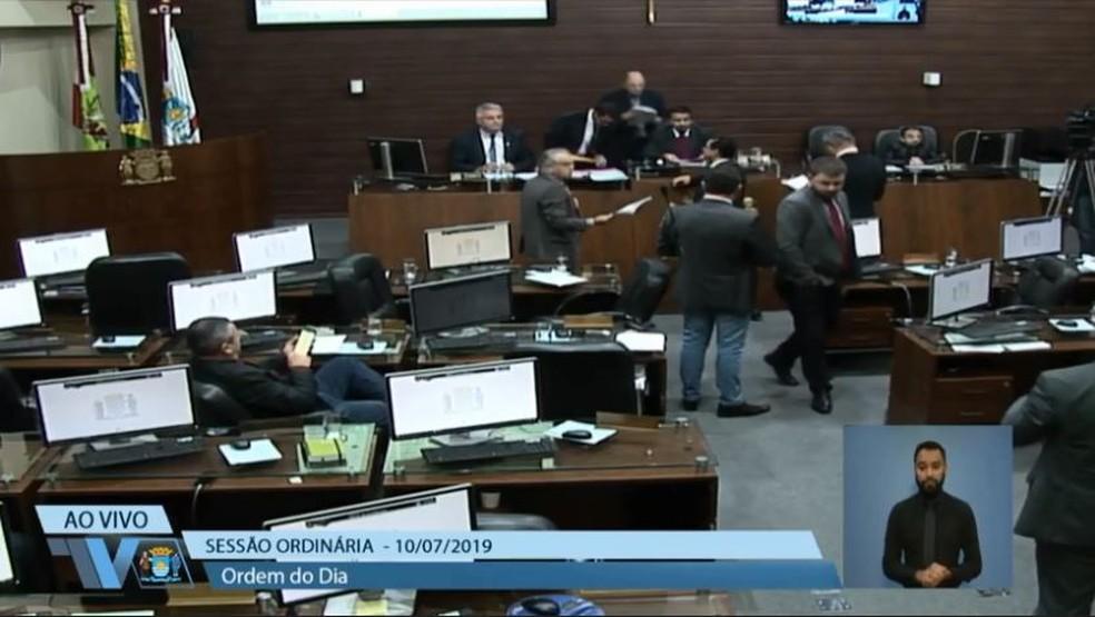 Votação na Câmara de Florianópolis do PL 17.870 durou 26 segundos — Foto: Reprodução/NSC TV