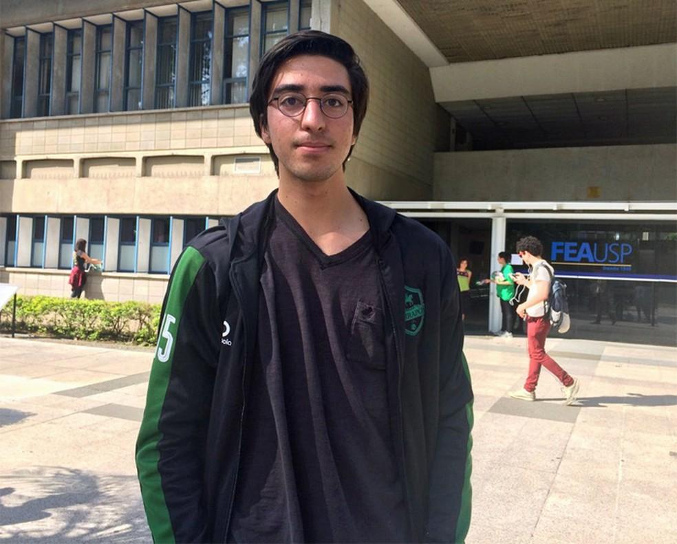Felipe Germanos, de 17 anos, fez a Fuvest 2018 como treineiro (Foto: Vanessa Fajardo/G1)