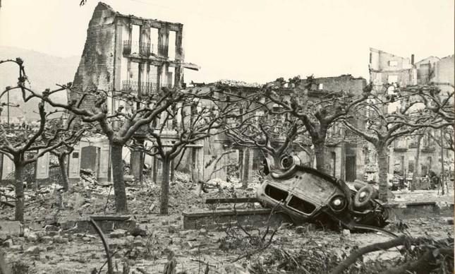 A cidade de Guernica, no País Basco, após bombardeio encomendado por Franco, em 1937