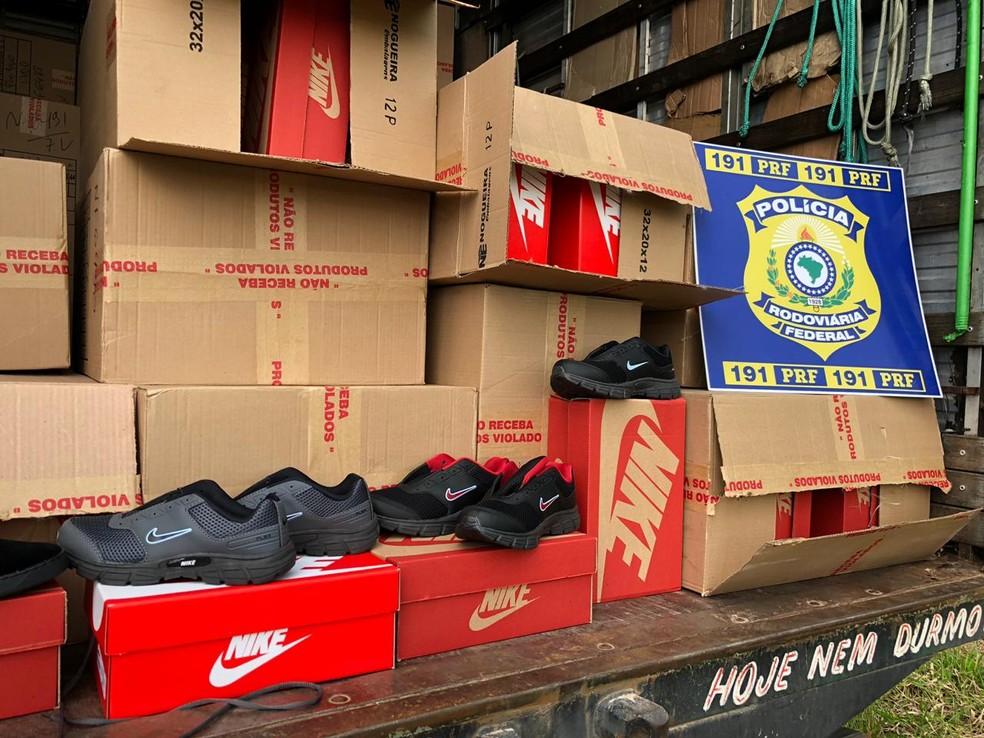 4cbc605cc ... Caminhão carregado de tênis falsificados é apreendido em Poços de  Caldas — Foto: Polícia Rodoviária