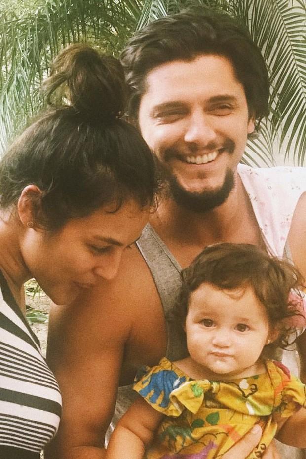 Bruno Gissoni e Yanna Lavigne posam juntos com Madalena (Foto: Reprodução/Instagram)