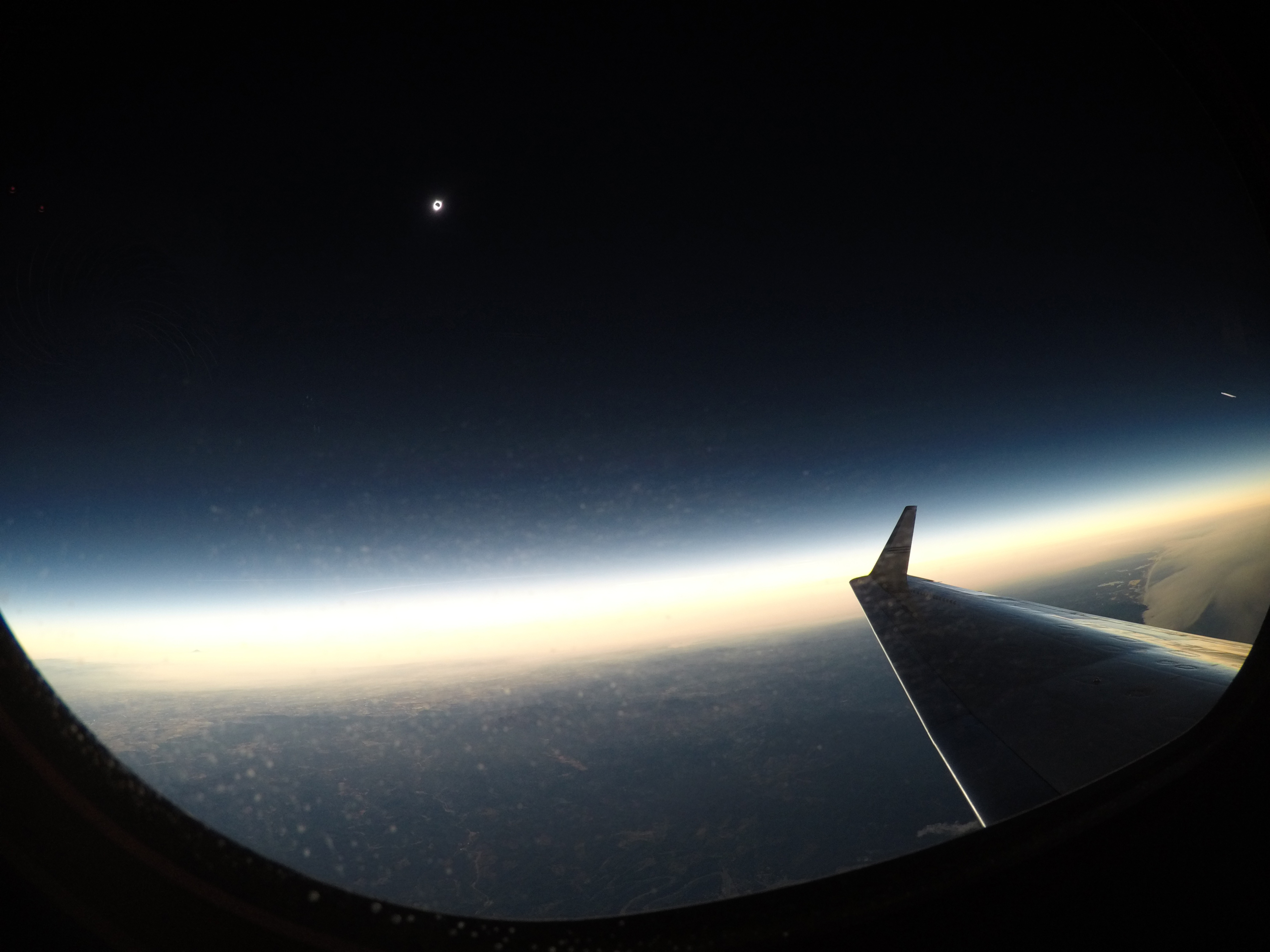 A total solar eclipse is seen on Monday, August 21, 2017 from onboard a NASA Armstrong Flight Research Center's Gulfstream III 25,000 feet above the Oregon coast. A total solar eclipse swept across a narrow portion of the contiguous United States from Lin (Foto: (NASA/Carla Thomas ))