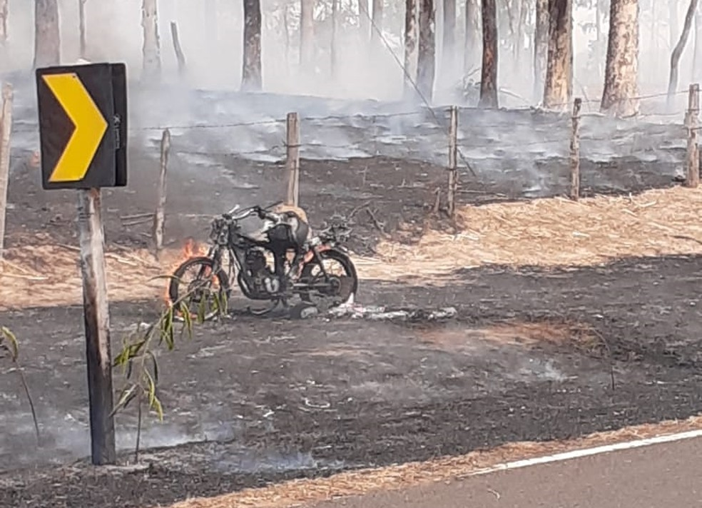 Incêndio atingiu moto de desempregado em Mirassol, interior de São Paulo — Foto: Arquivo Pessoal