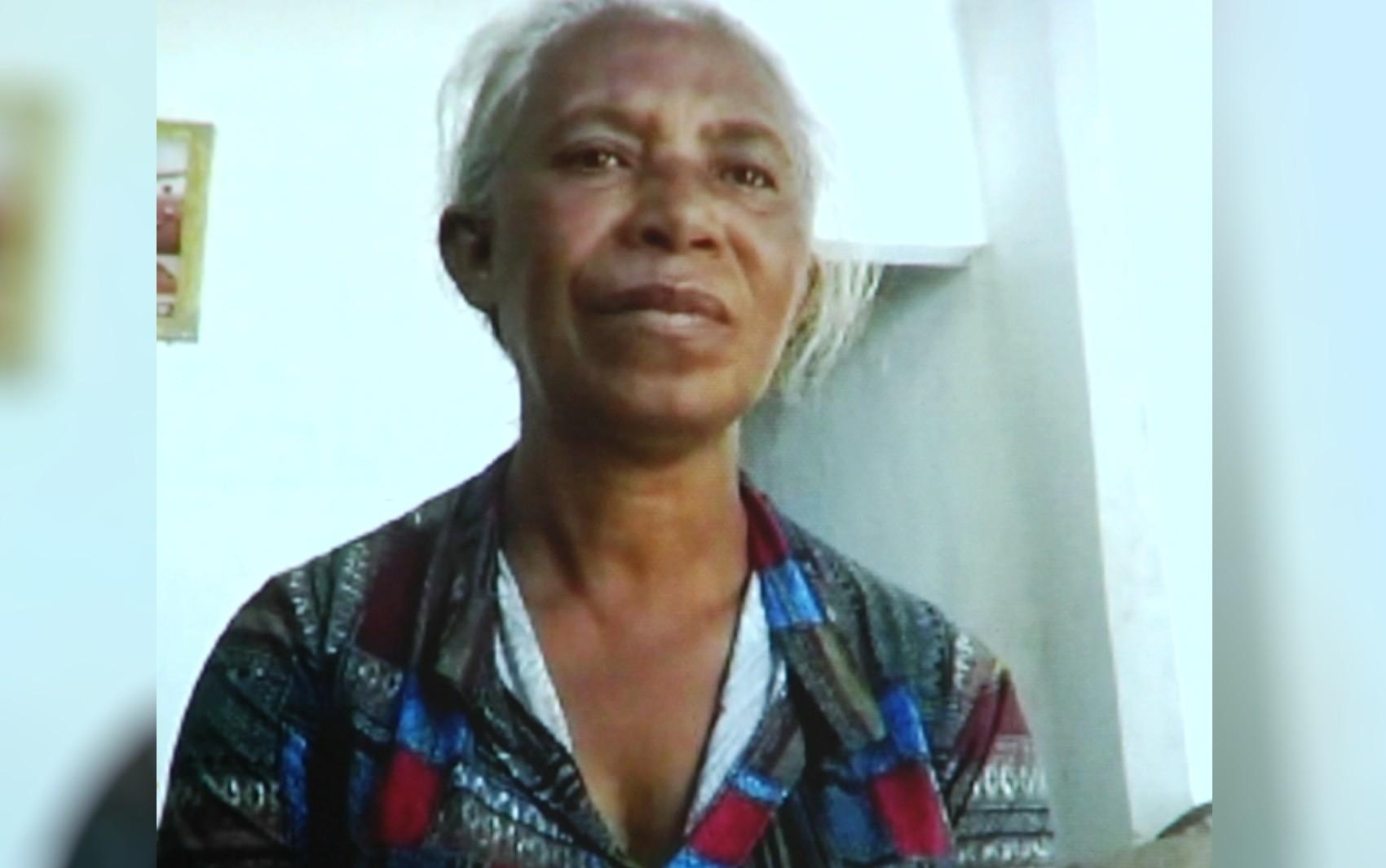 Aposentada pede ajuda para realizar o sonho de comprar carnes e verduras para a família, em Aparecida de Goiânia