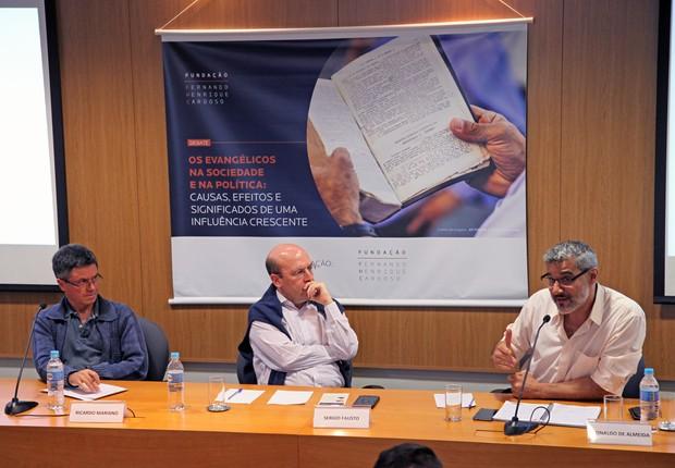 Os debatedores Ricardo Mariano e Ronaldo de Almeida durante evento na Fundação FHC (Foto: Vinicius Doti/Divulgação)
