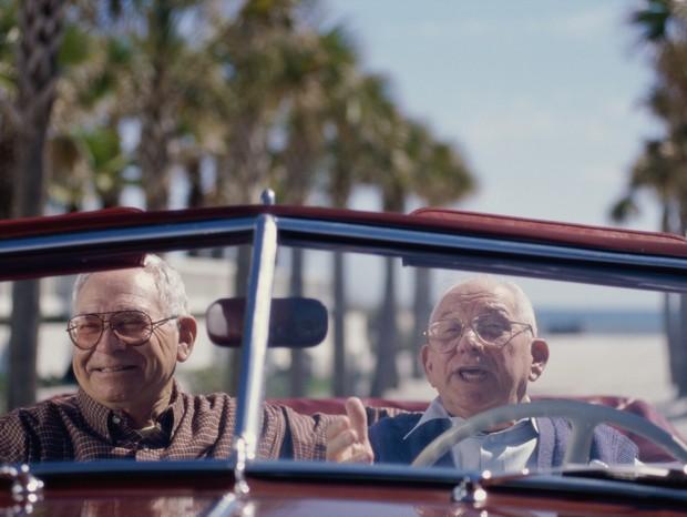 Idoso ao volante (Foto: Thinkstock)