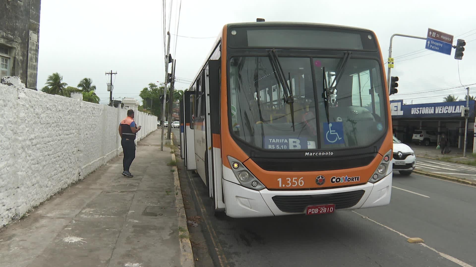 Adolescente tem braço amputado após colocá-lo para fora de ônibus em movimento em Olinda