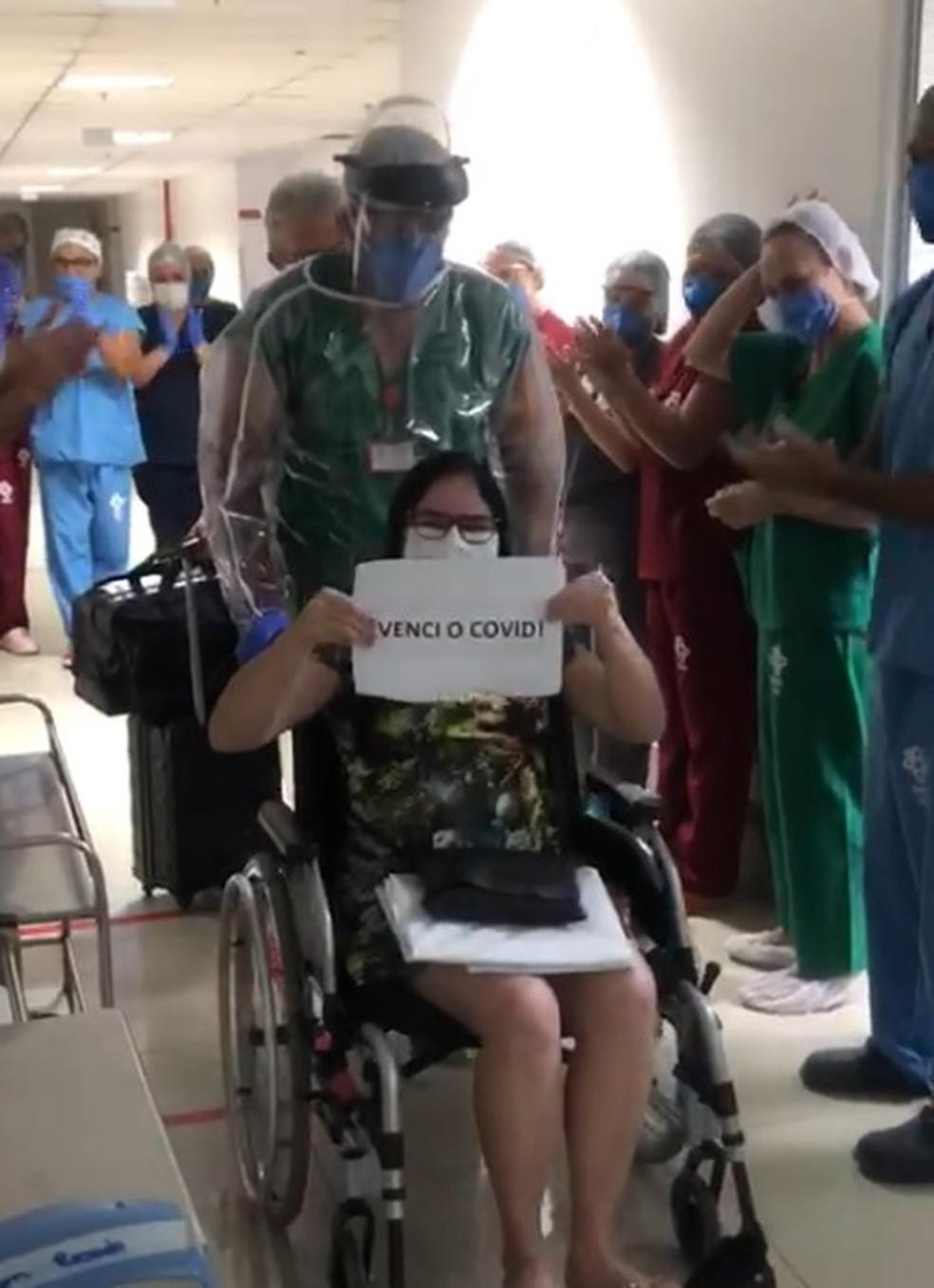 Professora deixou o hospital em abril — Foto: Divulgação