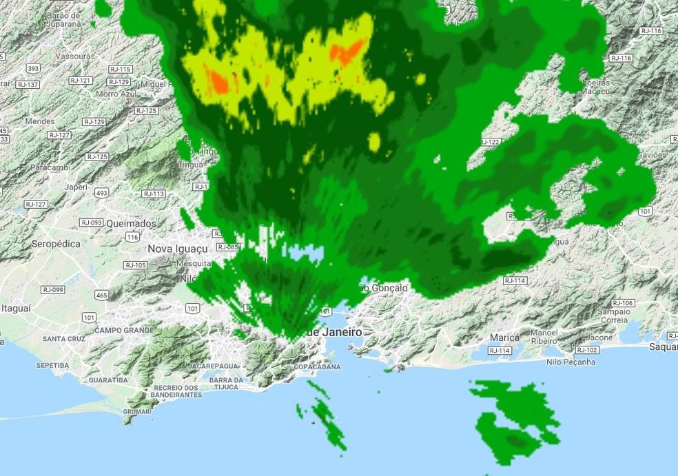 Núcleos de chuva se aproximavam do Grande Rio por volta das 7h — Foto: Alerta Rio