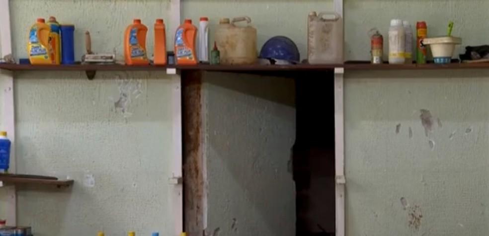 Polícia encontra arsenal em compartimento secreto dentro de chácara no interior de São Paulo — Foto: Reprodução/TV Vanguarda