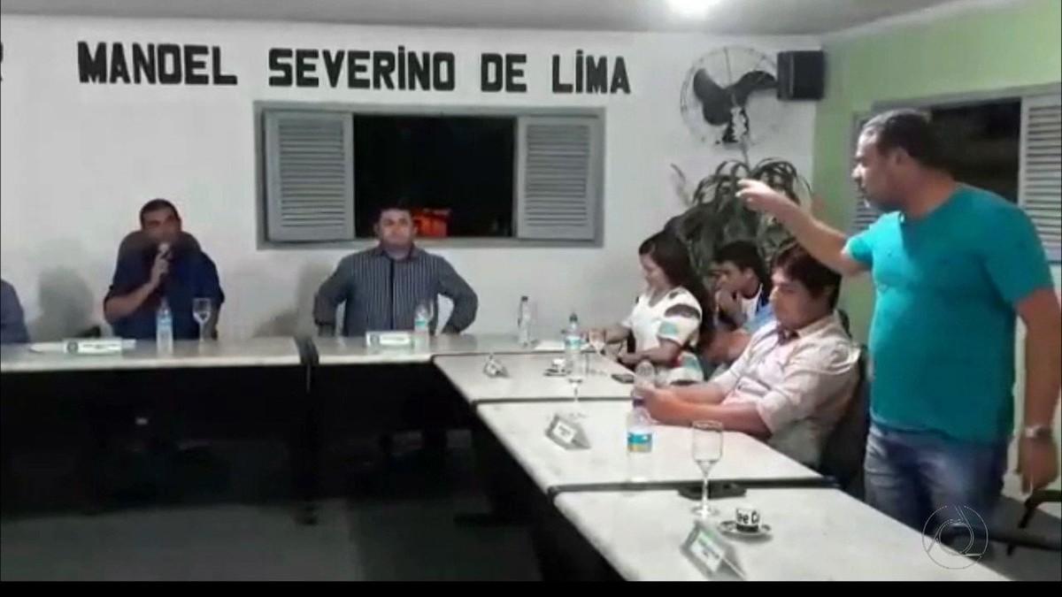 Após discussão, vereador joga taça em outro na Câmara de Borborema, PB; VÍDEO