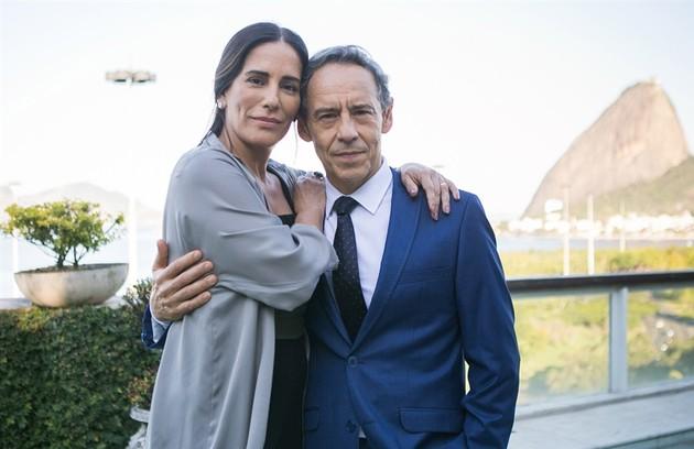 Elizabeth (Gloria Pires) será casada com o diplomata Henrique (Emilio de Mello). O pai dele, Natanael (Juca de Oliveira), não aceita o relacionamento (Foto: TV Globo/Raquel Cunha)