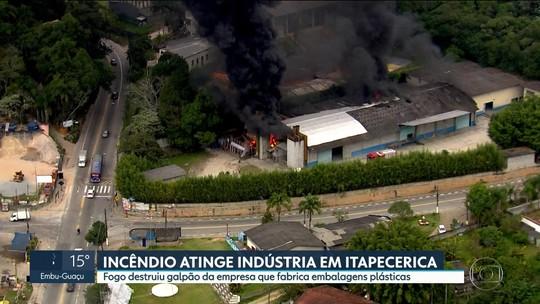 Incêndio destrói parte de indústria em Itapecerica da Serra