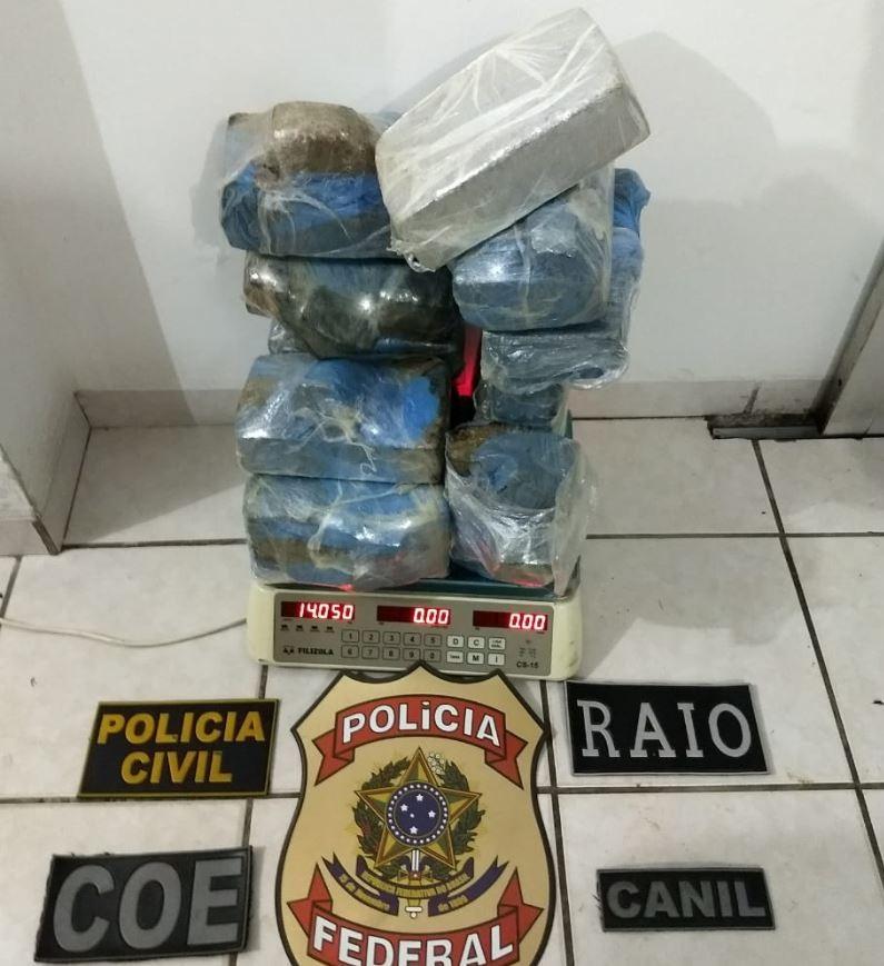 Polícia encontra mais de 14 quilos de maconha escondidos dentro da mata em Cruzeiro do Sul