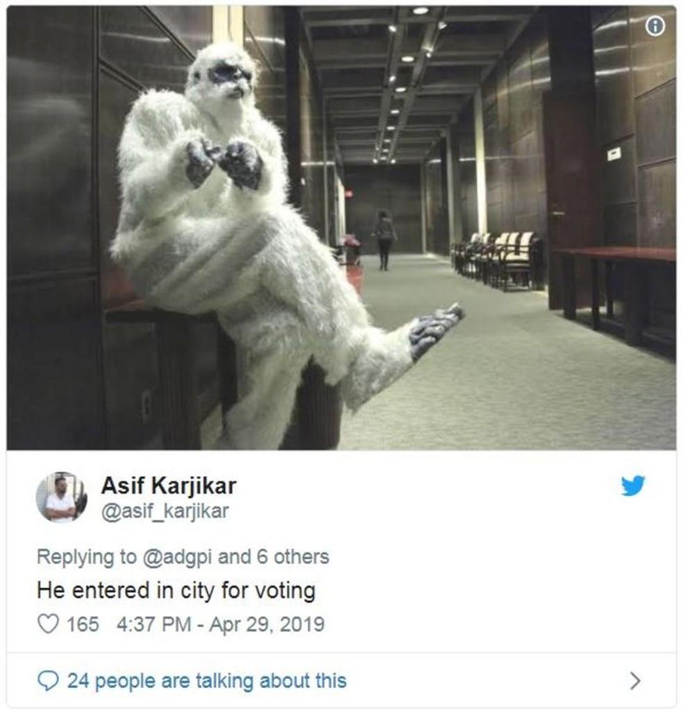 'Ele veio à cidade para votar', diz o tuíte. A Índia está em meio a uma eleição geral — Foto: Reprodução/Twitter