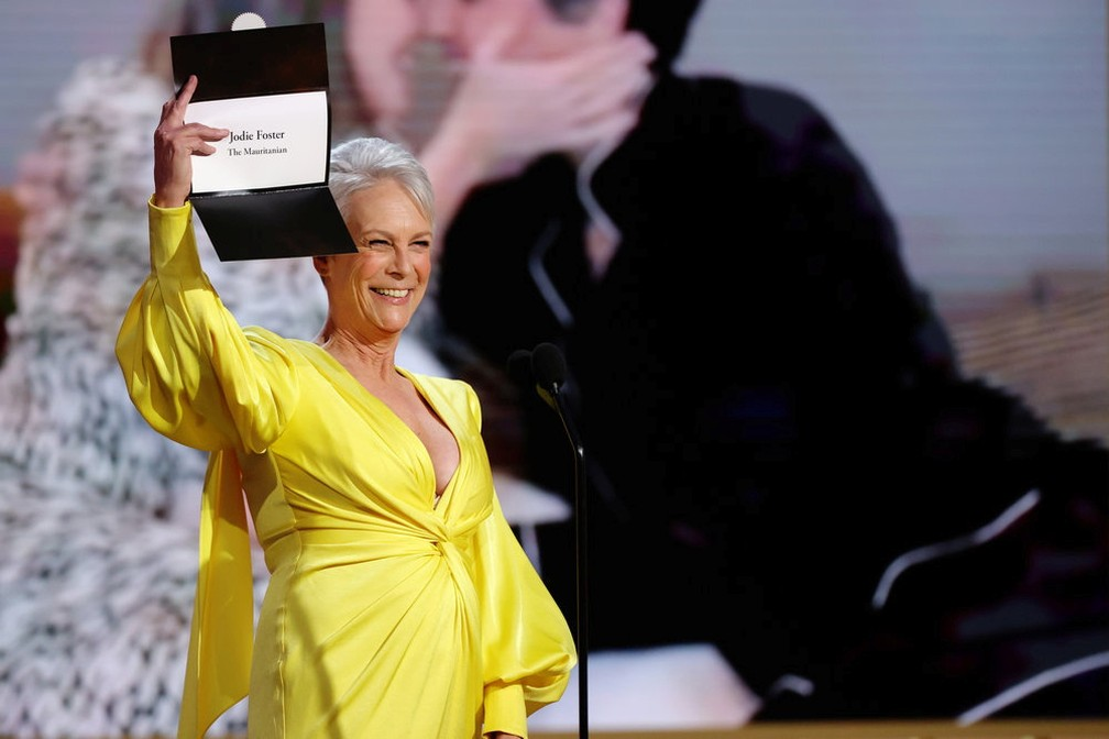 Jamie Lee Curtis anuncia Globo de Ouro de Jodie Foster  por 'The Mauritanian' — Foto: Rich Polk/NBC via Reuters