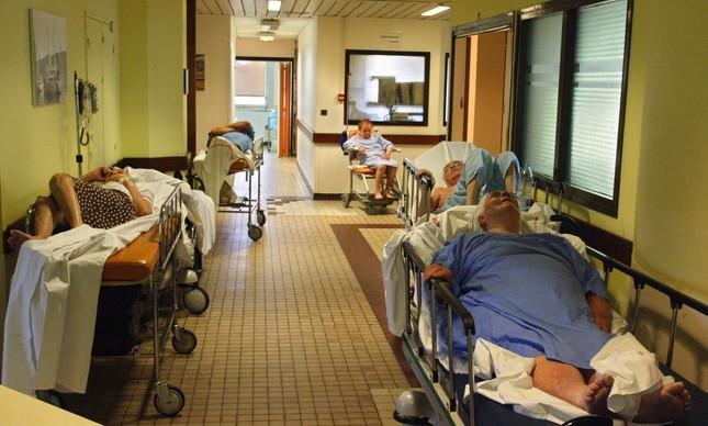 Pacientes em tratamento devido a efeitos do calor extremo em Paris, em 2003