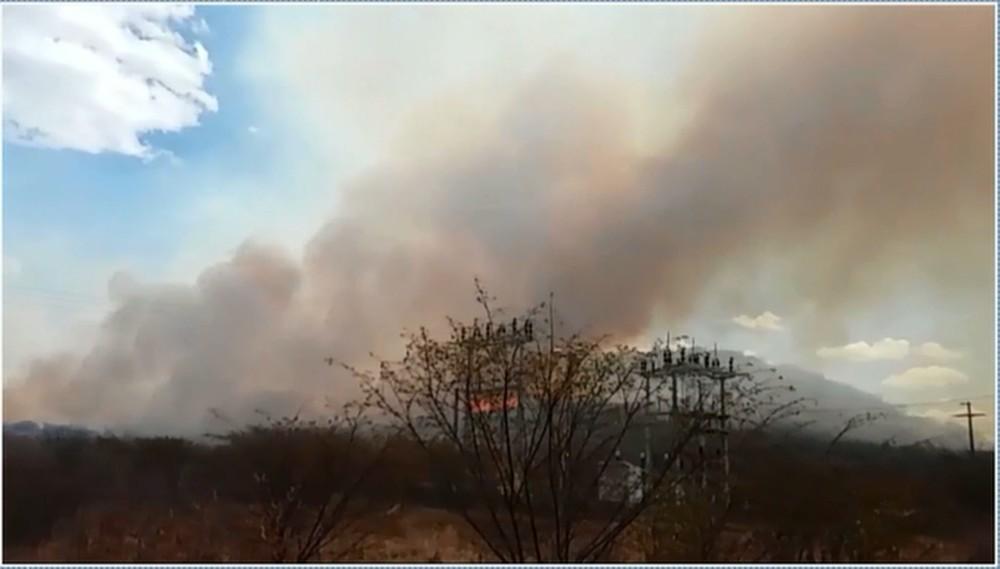 Bombeiros fazem força tarefa para apagar incêndio que dura 13 dias em mata no Sertão da PB - Notícias - Plantão Diário