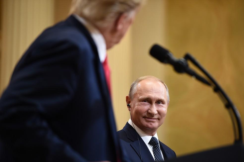 Vladimir Putin durante coletiva de imprensa ao lado de Donald Trump (Foto: Brendan Smialowski/AFP)
